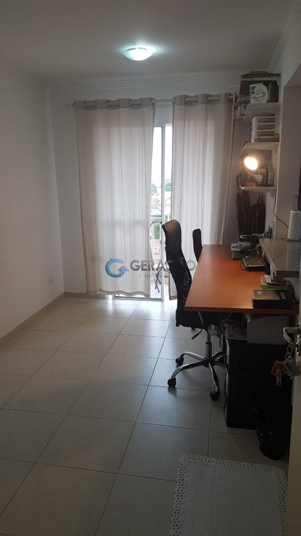 Comprar Apartamento / Padrão em São José dos Campos apenas R$ 245.000,00 - Foto 3