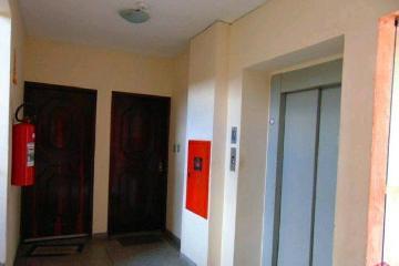 Alugar Apartamento / Padrão em Jacareí. apenas R$ 210.000,00