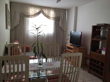Comprar Apartamento / Padrão em São José dos Campos.