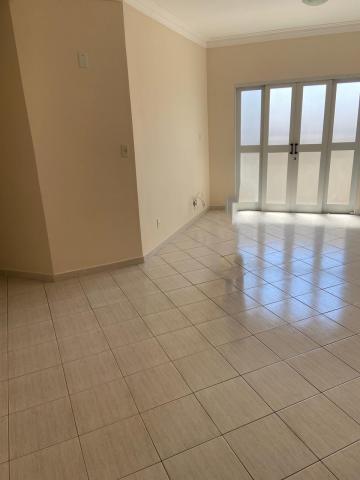 Alugar Apartamento / Padrão em Guaratinguetá. apenas R$ 350.000,00